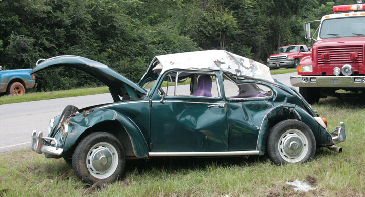 vw beetle being towed overturns occupants not injured. Black Bedroom Furniture Sets. Home Design Ideas