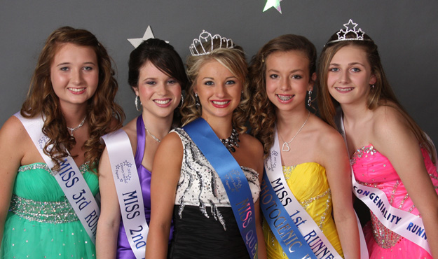 Miss (age 13+) Winners: (L-R) 3rd Runner Up: Paige Smith; 2nd Runner