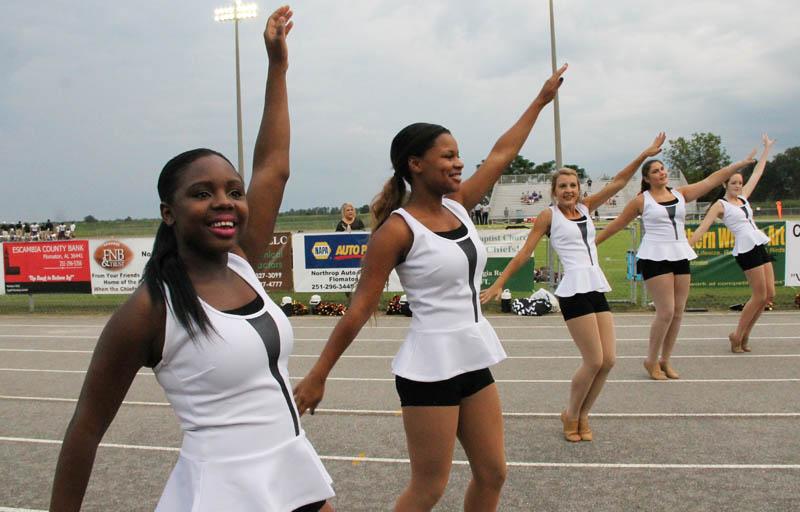 North High Cheerleaders Win Awards | Davenport Schools