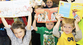 Flash Mob: Students Read Like Crazy At Molino Park (With Gallery, Video)