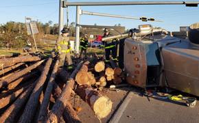 Malfunctioning Traffic Light Leads To Overturned Log Truck Wreck In Molino